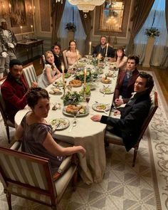 Netflix Series, Series Movies, Tv Series, Movies Showing, Movies And Tv Shows, Jonathan Bailey, Phoebe Dynevor, Movie Co, Book Tv