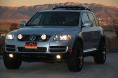 volkswagen touareg off road Touareg Vw, Passat Tdi, Vw Tiguan, Vw Toureg, Sport Suv, Best Classic Cars, Toy Trucks, Future Car, Jeeps