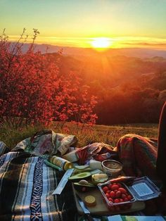 Autumn Weather | Fall Style | Picnic Ideas | Outdoor Food | Al Fresco Dining | Mountain Sunset••*´¨`*•♔