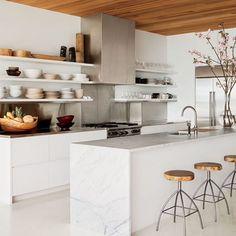 WEBSTA @ caroldecor - Prateleiras para quem tem a Cozinha organizada E a paixão por branco e madeira continuam ❤️