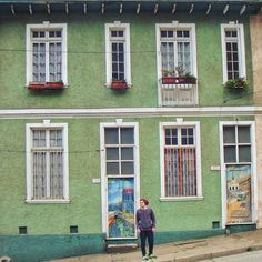 Casa . . #vsco #vscogood #vscocam #snapseed #snapshot #snap #eyeem #architecture #archdaily #igers #instamoment #hallazgosemanal #chile #city #travel #walk #photography #valparaiso #streetart #colorful #guy