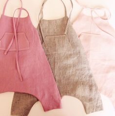 Handmade linen baby toddler romper BloomingKiwi on Etsy auf Baby Baby Outfits, Toddler Outfits, Kids Outfits, Toddler Rompers, Toddler Dress, Baby Girl Fashion, Fashion Kids, Diy Fashion, Baby Sewing