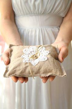 Vintage Ring Pillow Idea