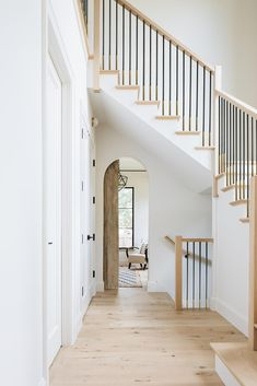 Metal Stair Spindles, Wood Railings For Stairs, Wrought Iron Stairs, Iron Balusters, Metal Stairs, Staircase Railings, Modern Stairs, Staircase Design, Staircases
