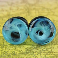 Blue Marble Swirl Single Flare Glass Plugs Quantity: 1 pair (2 pieces) Material: glass Style: round cut plug Flare: single flare (each piece comes with an o-ring) Length: 14 - 17mm Natural Material: S