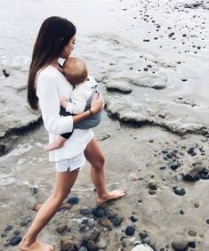 """The usage of little one slings, or """"baby wearing"""" as it truly is at times called, is quite common in several cultures close to the planet. Baby Family, Family Love, Modern Family, Baby Kind, Family Goals, Mothers Love, Beautiful Babies, Beautiful Couple, Baby Wearing"""