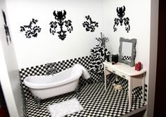 Cute bathroom, even if it is for a doll!!