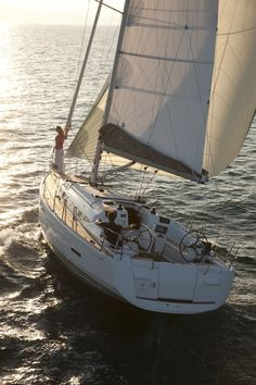 Jeanneau Sun Odyssey 409   - Type:Sailing Boat   - Lenght:12.3 m   - Daytime capacity: 12