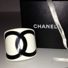 Tip: Chanel Jewelry (White)