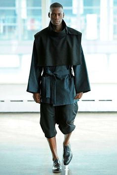 Antonio Azzuolo Herbst 2012 Menswear Fashion Show - Trend Femininer Stil 2019 Dark Fashion, High Fashion, Fashion Show, Mens Fashion, Moda Cyberpunk, Cyberpunk Fashion, Mode Masculine, Inspiration Mode, Future Fashion