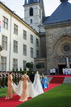 20 Oct - Princess Stephanie of Luxembourg and her brother Count Jehan de Lannoy arrive at the wedding ceremony at the Cathedral of our Lady of Luxembourg Wedding Bride, Wedding Ceremony, Wedding Gowns, Wedding Organiser, Queen And Prince Phillip, Bridal Separates, Princess Stephanie, Famous Couples, Royal Weddings