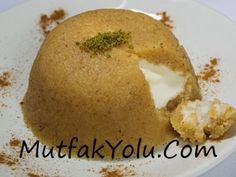Semolina halva is one of the most basic dessert recipe in Turkish Kitchen along with flour halva. Today we will make our semolina halva with ice cream but you can also make the basic recipe for just semolina halva and eat it spoonful. Gourmet Recipes, Dessert Recipes, Healthy Recipes, Desserts, Semolina Pudding, Turkish Recipes, Ethnic Recipes, Turkish Halva Recipe, Calories In Vegetables