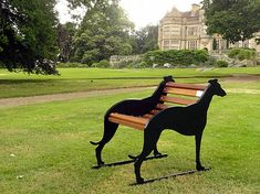 Single Seater Whippet Bench I would love to have a couple of these. Metal Furniture, Garden Furniture, Greyhound Kunst, Grey Hound Dog, Dog Crate, Crate Bench, Italian Greyhound, Outdoor Dog, Dog Houses