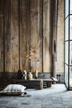Discover the peaceful expression of the wabi-sabi interior design style and how to emulate it in your spaces. Wabi Sabi, Chinese Interior, Japanese Interior, Interior Architecture, Interior And Exterior, Roof Terrace Design, Balcony Furniture, Furniture Layout, Vintage Furniture