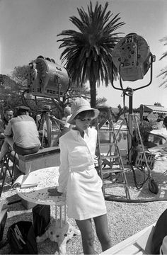Audrey Hepburn, St Tropez 1967 The Photographer Terry O'Neill is Eighty Audrey Hepburn Mode, Audrey Hepburn Photos, Hollywood Stars, Old Hollywood, Classic Hollywood, Karen Elson, Emilio Pucci, Steve Mcqueen, Anne Jacqueline Hathaway