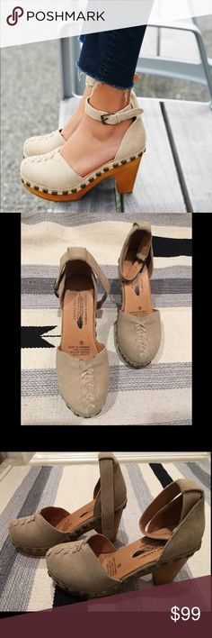 Jeffrey Campbell x Free People Daubs Clog, Sz 6 Jeffrey Campbell x Free People Daubs Clog, Sz 6 in Taupe Suede.  Size currently sold out on Free People- available only here! Never worn, brand new with tags. Only tried them on and they're extremely comfortable and incredibly cute! Will ship in original box. Jeffrey Campbell Shoes Mules & Clogs