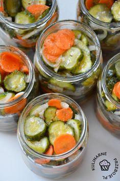 Ogórki w zalewie gyros to pyszne, słodko-kwaśne ogórki z marchewką do słoików na zimę. Stanowią pyszny dodatek do obiadu, np. do kotletów schabowych. Fresh Rolls, Pickles, Cantaloupe, Cucumber, Food And Drink, Fruit, Vegetables, Ethnic Recipes, Easy