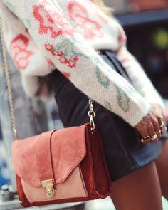 Oui au sac s'autorisant un petit coup de blush ! (sac Sézane - photo Sincerely Jules)