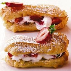 Strawberry eclairs- they look delicious but recipe is in German and will need translated- project for another day Profiteroles, Eclairs, Just Desserts, Delicious Desserts, Dessert Recipes, Yummy Food, Pasta Choux, Petit Cake, Great British Bake Off