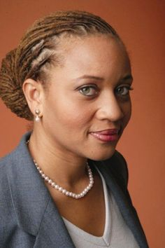 Sheena Wright becomes the first woman, and first African-American woman, to be president of the United Way of New York City.