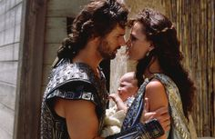 Still of Saffron Burrows and Eric Bana in Troja (2004) http://www.movpins.com/dHQwMzMyNDUy/troy-(2004)/still-269586176