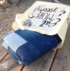 Make this easy water-resistant upcycled jeans picnic blanket from your old jeans. It makes a super sturdy picnic blanket for the spring and summer. Jean Crafts, Diy And Crafts, Waterproof Picnic Blanket, Old Jeans, Denim Jeans, Make Blanket, Messenger Bag, Gym Bag, Satchel