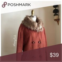 • Vintage Winter Coat • Faux Fur Collar did not come with coat; but will include with purchase to add versatility • Brooch Not Included • Three Button Closure • Side Pockets • Back Buttoned Belt Loop • Closed Single Back Vent • 3/4 Length Sleeve • Tag is Faded so not sure of material. Likely wool, but not sure if blend or 100% Chest 44 • Length 41 • Sleeve 22 Vintage Jackets & Coats