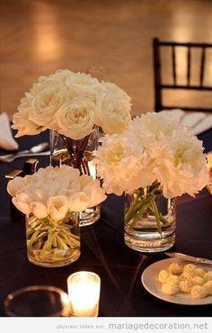 Roses, oeillets et tulipes blanches pour décorer une table de mariage | Décoration Mariage | Idées pour décorer un mariage pas cher