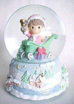 Globe - Precious Moments Disney Precious Moments, Precious Moments Figurines, Chrissy Snow, Snowman Snow Globe, Glitter Globes, Musical Snow Globes, I Love Snow, Water Globes, Winter Wonderland Christmas