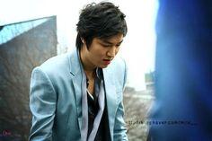 'Descendants Of The Sun' star Song Joong-ki, 'Bounty Hunter' man Lee Min-ho faces bad tidings; Hallyu dramas facing eviction? : Buzz : ASZ News