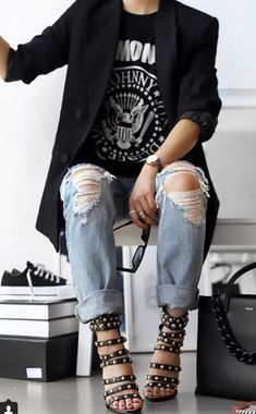 Pinner wrote: Rock 'n' Roll Style ★ - serving looks - Mode İdeen Rock Outfits, Edgy Outfits, Fashion Outfits, Glam Rock Style Outfits, Fashion Boots, Hipster Outfits, Blazer Outfits, Fashion Ideas, School Outfits