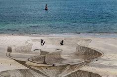 11 Desenhos 3D sensacionais feitos na areia da praia | ROCK'N TECH