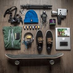Ideas For Travel Essentials Flatlay Survival Kits Gadgets, Look Man, Skate Style, Skate Surf, What In My Bag, Skater Girls, Longboarding, Skateboards, Survival Skills