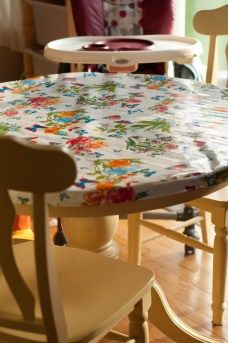 fitted tablecloth Maybe make the lower band larger and add elastic. Dining Table Chairs, Dining Room, Katie Homes, Round Table Covers, Fitted Tablecloths, Low Band, Color Combos, Sewing Projects, Larger