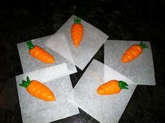 The Iced Queen: Royal Icing Carrots
