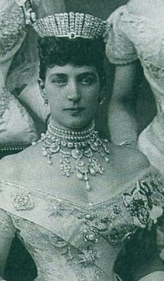 Queen Alexandra of UK, sister of Tsarin Maria Feodorovna of Russia,  wore a Kokoshnik Russian style tiara for the marriage of her son , later King George V,  to Princess Victoria Mary of Teck in 1983.