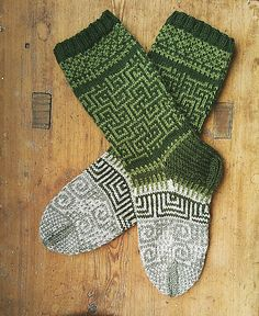 Ravelry: Love Socks pattern by Sini Huupponen Aran / 10 ply wpi) ? 23 stitches and 28 rows = US 6 - mm Crochet Socks, Knitted Slippers, Knit Crochet, Knit Socks, Crochet Granny, Sweater Knitting Patterns, Knitting Socks, Hand Knitting, Knitting Videos