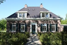 Villa Dijkstra is een authentieke notariswoning met speels karakter.