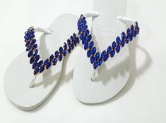 Modelo lindo com pedraria Azul, elegância para seus pés 😍😍 📌Whatsapp 13.99784.2913 Flip Flops, Slippers, Beads, Shoes, Instagram, Fashion, Embroidered Hats, Birth, Templates