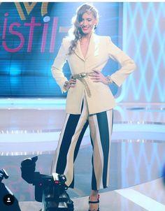 Romania, Celebrity Style, Ootd, Women's Fashion, Celebrities, Outfits, Vestidos, Hairdos, Stockings