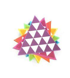 Caixinhas coloridas em formato de triângulo