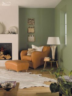 Living room walls - sage green?For dynamic results, blend the colours from our natural surroundings by combining enlivening greens with robust neutrals. Featuring Moss Blanket and Field Mouse by Dulux. #livingroomdiy