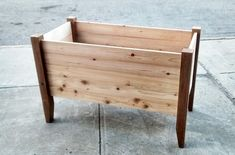 Simple Cedar Wood Planter design for your terrace or garden. All wood slats are easy to assemble. For indoor or outdoor plantings. #planter #gardenplanter #modernplanter #woodplanter Garden Design Layout Modern, Terrace Garden Design, Contemporary Garden Design, Small Garden Design, Patio Design, Modern Planters, Wood Planters, Backyard Plan, Built In Furniture