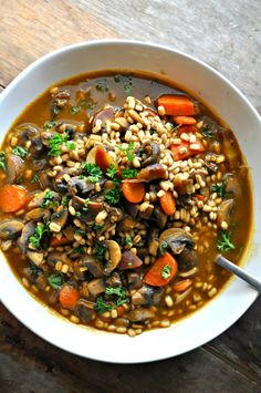 Vegan Roasted Garlic Mushroom and Barley Stew A whole bulb of roasted garlic is added to this amazing, healthy and easy mushroom and barley stew. So comforting! - Vegan Roasted Garlic Mushroom and Barley Stew - Rabbit and Wolves Vegetarian Stew, Vegan Stew, Vegan Soups, Vegan Dishes, Vegetarian Diets, Vegetarian Italian, Vegan Chili, Soup Recipes, Whole Food Recipes