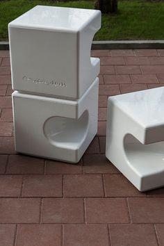 Коллекция парковочных ограничителей, моделирующих пространство перед зданием. Модули представленной серии могут быть использованы вкачестве уличных пуфов для различных зон отдыха. Cube, Stool, Container, Furniture, Home Decor, Homemade Home Decor, Stools, Home Furnishings, Chair