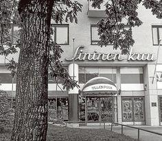 Sininen kuu -teatterissa käytiin elokuvissa jo 1940-luvulla. Kuva jussi nenonen. History Of Finland, Map Pictures, Helsinki, Time Travel, Nostalgia, Past, Cinema, Neon, Kuu