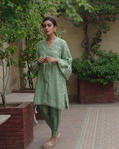 Pakistani Fashion Party Wear, Pakistani Dresses Casual, Pakistani Wedding Outfits, Eid Dresses, Fashion Dresses, Wedding Dresses, Designer Salwar Suits, Designer Dresses, Bollywood Hairstyles