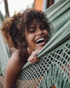 Tina Kunakey - What a beauty Curly Hair Fringe, Messy Curly Hair, Curly Girl, Curly Hair Styles, Natural Hair Styles, Natural Beauty, 4c Hair, Kinky Hair, Model Tips