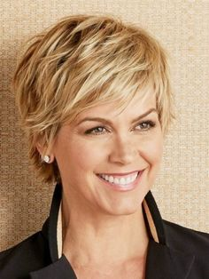 Cute Blonde Pixie Cut Ladies Wig Capelli Corti A Strati, Capelli Corti A  Strati,