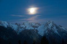 Moon before it reaches Eisenspitze. Ski Club, Ski Racing, Mountain S, Mount Everest, Skiing, Moon, Nature, Travel, Inspiration